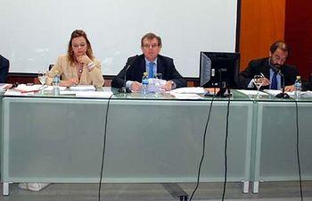 De izqda. a dcha: J.J. López Cela, Nuria Garrido, Miguel Ángel Collado, Julián Garde y Manuel Villasalero.