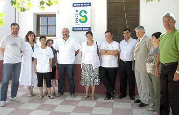 El consejero de Sanidad, Roberto Sabrido, visitó a los profesionales sanitarios que desarrollan su labor en el Centro de Salud de Ontur.