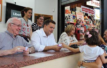 """Serrano anima a los albaceteños a seguir colaborando """"masivamente"""" con la causa de Cáritas con su tómbola en la Feria"""