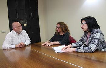 El Gobierno regional reconoce la labor de apoyo psicológico y sensibilización que desarrolla ARALBA