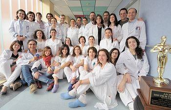 Miembros del Servicio de Oftalmología con el premio otorgado en Estados Unidos. Foto: JCCM.