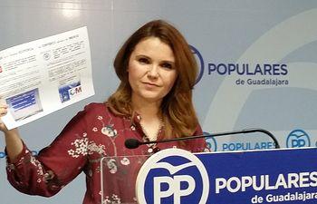 Marta Valdenebro, senadora del PP por Guadalajara, durante la rueda de prensa.