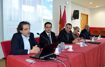 El profesor José Antonio Sánchez -izquierda-, dirige el curso junto a María José Cuesta y Enrique Herrera