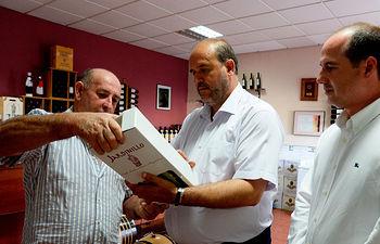 Visita a la Sociedad Cooperativa Santa María Magdalena en Mondéjar (Guadalajara). Foto: JCCM.