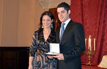 Pilar Zamora entrega a la Hermandad del Cristo de la Piedad la Medalla de la Corporación por sus 400 años