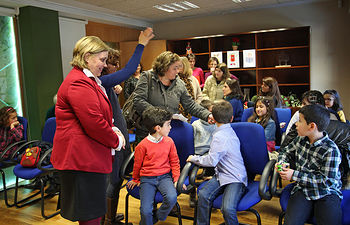 María Teresa Novillo, participa en las actividades de la puesta en marcha del Punto de Interés Infantil.. Foto: JCCM.