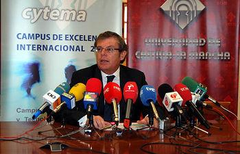 Miguel Ángel Collado, en su primera comparecencia ante los medios de comunicación como rector electo.
