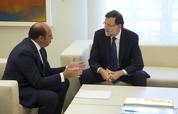 El presidente del Gobierno, Mariano Rajoy, recibe al presidente de la Comunidad autónoma de Murcia, Pedro Antonio Sánchez López, en el Palacio de la Moncloa.