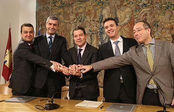 Firma de protocolo de colaboración para la mejora de caminos rurales