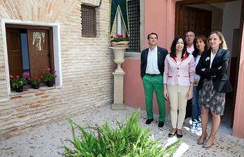 Carmen Casero visita Patio Posada Hermandad 1. Foto: JCCM.