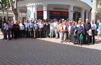 Más de cincuenta mayores de Molinicos visitan el stand de la Junta en la Feria de Albacete