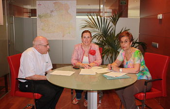 Silvia Valmaña se reúne con Cáritas Toledo. Foto: JCCM.