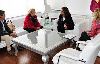 La alcaldesa de Ciudad Real se reúne con la presidenta de la Asociación Provincial de Amas de Casa