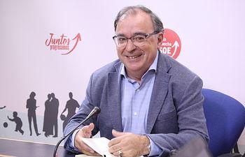Fernando Mora, presidente del grupo socialista en las Cortes regionales.