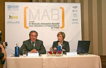 La vicepresidenta y consejera de Economía y Hacienda, María Luisa Araújo, ha clausurado en Toledo una jornada sobre el Mercado Alternativo Bursátil, junto al presidente de CECAM, Ángel Nicolás.