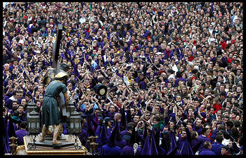 Semana Santa en Cuenca - Turbas. Imagen de archivo.