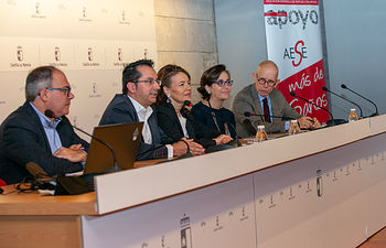 La consejera de Bienestar Social, Aurelia Sánchez, ha asistido, en la Consejería, al VII Encuentro Nacional de Empleo con Apoyo 'La Identidad del Preparador Laboral' que organiza el Real Patronato de la Discapacidad en Toledo. (Fotos: A. Pérez Herrera // JCCM).
