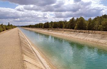 Trasvase Tajo-Segura a su paso por las cercanías de la ciudad de Albacete.