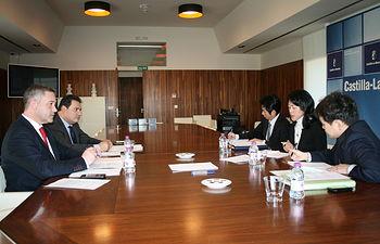 Representantes de Consejería de Fomento con representantes del Gobierno japonés. Foto: JCCM.