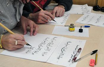 El taller abordará la exposición y práctica de los diferentes estilos de caligrafía.