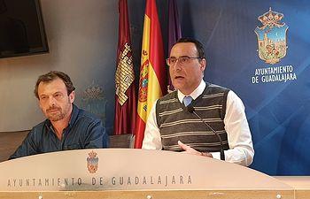 Antonio de Miguel, portavoz de Vox, y Javier Torquero, viceportavoz de la formación.