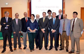 Participantes en el acto conmemorativo del 25 aniversario de la Escuela Superior de Informática.