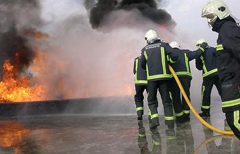 Profesionales del Servicio de Extinción y Prevención de Incendios (SEPEI) de Albacete, durante unas prácticas.