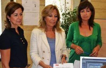 Marisa Sanchez Cerro, Nieves García Piqueras y Carmen Oliver, presentando las alegaciones