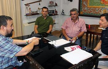 El Ayuntamiento de La Roda y UPA perfilan acciones para revitalizar el sector agrícola local.