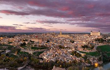 Vista nocturna de la ciudad de Toledo.
