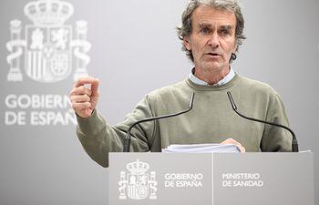 El director del Centro de Coordinación de Alertas y Emergencias Sanitarias, Fernando Simón, comparece tras la reunión del Comité de Seguimiento del coronavirus por los nuevos casos confirmados de pacientes infectados con el virus en Madrid, en el Ministerio de Sanidad. Foto: Europa Press 2020