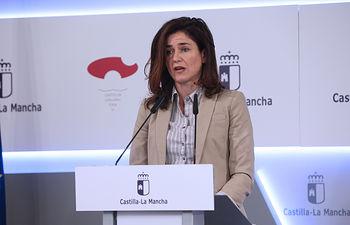 La viceconsejera de Empleo, Nuria Berta Chust, comparece en rueda de prensa, en el Palacio de Fuensalida, para analizar los datos de paro registrado del mes de septiembre. (Fotos: Álvaro Ruiz // JCCM). Foto: Foto:Alvaro Ruiz//JCCM