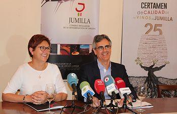 Doña Juana Guardiola, Alcaldesa de Jumilla y Don Silvano García, Presidente del C.R.D.O.P. Jumilla.