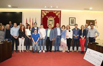 Foto familia homenajeados II Premios a la Participación Ciudadana y Democracia Participativa