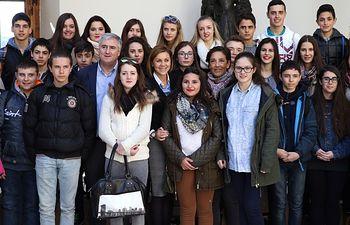 Cospedal recibe a un grupo de alumnos del IES Galileo Galilei de Puertollano1. Foto: JCCM.