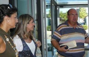 Molina acompañado por las diputadas Marta Abarca e Irene fernández.