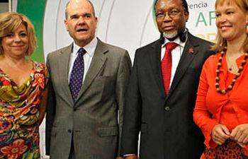 Chaves, Pajín y Valenciano con el vicepresidente de Sudáfrica