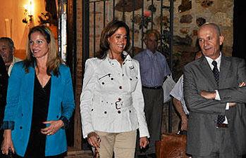 La alcaldesa y la concejal de Festejos en las fiestas de La Poblachuela