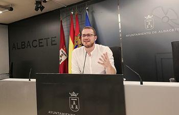 Manuel Martínez.