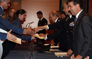 El director general de la Policía ha hecho entrega de 200 menciones honoríficas a personal de seguridad privada. Foto: Ministerio del Interior