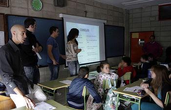Estos talleres se están llevando a cabo en colegios de la capital conquense.