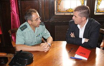 Santiago Cabañero y Jesús Manuel Rodrigo, durante la reunión mantenida.