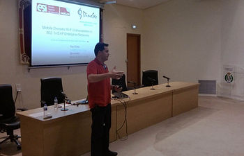 Raúl Siles, al comienzo de su ponencia.
