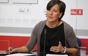 Fotografía de Blanca Fernández en rueda de prensa