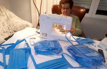 Afammer confecciona centenares de mascarillas artesanales que repartirá por toda España.