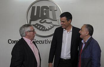 Pedro Sánchez con los líderes de UGT y CC.OO.