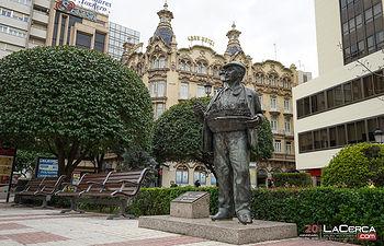 Plaza del Altozano - Monumento al Cuchillero