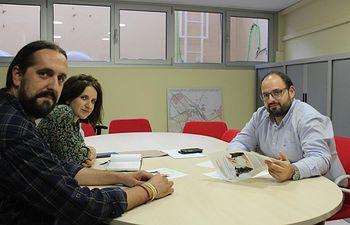 El concejal de Sostenibilidad, Julián Ramón, se ha reunido con Dejando Huella
