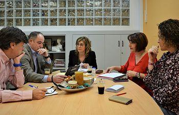 Reunión Emilio Sáez-Carmen Juste.