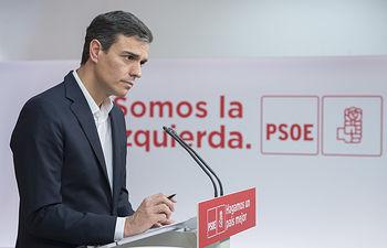 El secretario general Pedro Sánchez mantiene un encuentro con los medios de comunicación, tras el comunicado de la banda terrorista ETA